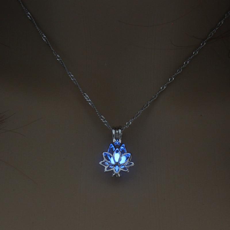 2,2*1,5 cm luminoso que brillan en la oscuridad de loto colgante con forma de flor collar para la joyería de las mujeres