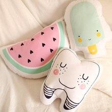 Dessin animé Totoro dent pastèque crème glacée coussin oreiller bébé calme sommeil jouets en peluche poupées nordiques enfants lit chambre décor