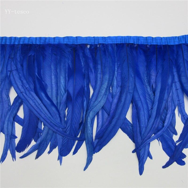 Venta al por mayor de 10 yardas de largo azul real de alta calidad de plumas de gallo natural recortado con cinta de satén 30-35 cm para las mujeres, falda de