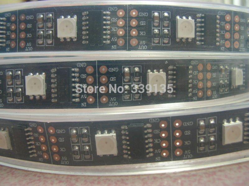 5 M WS2801 pixel a mené la lumière de bande menée flexible; 32leds/m avec 32 pièces WS2801 IC, DC5V, PCB Noir, tube en silicone Étanche IP67
