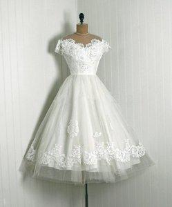 Vintage 1950s Appliqued Lace Wedding Dresses O Neckline Cap Sleeve Tea Length Bridal Gowns Sheer Tulle Girl Vestido De Noiva