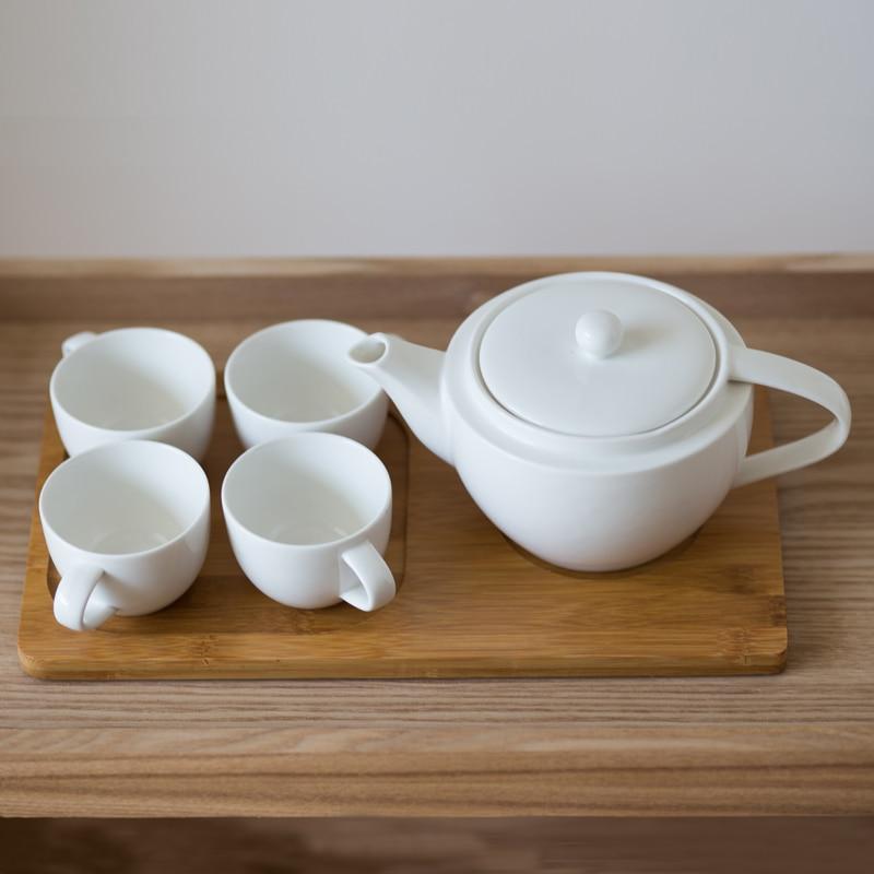 رائجة البيع طقم شاي القهوة الأبيض تصميم بسيط السيراميك مع أربعة أكواب وعاء واحد و صينية خشب اكسسوارات الديكور المنزل لغرفة المعيشة