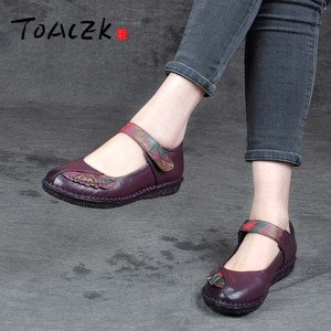 Spring and autumn new middle aged and old shoes shallow mouth flat women's soft sole shoes national wind buckle leather shoes