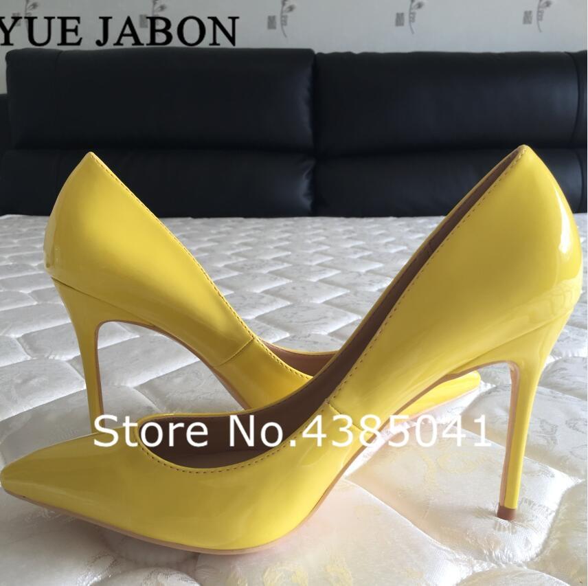 ¡Superventas! zapatos de tacón de piel sintética de Color amarillo brillante para niñas, zapatos de punta para banquetes puntiaguda, zapatos de Color caramelo favoritos de celebridades, talla grande 43
