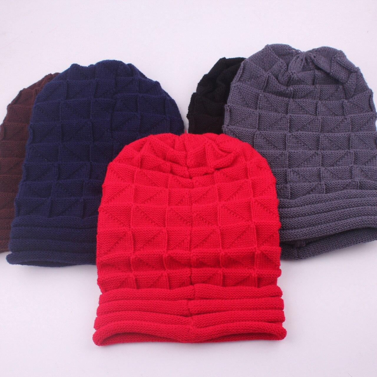Las mujeres casuales de los hombres de invierno patrón de rayas sombrero Gorros femenino plegable y Curling Gorros sombreros