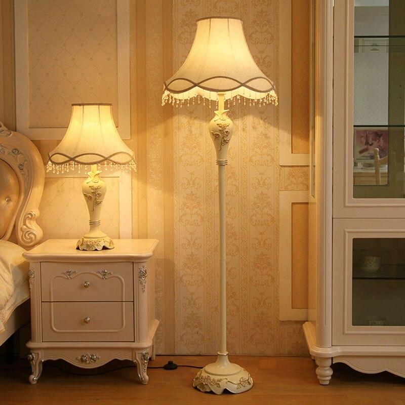 Estilo europeu sala de estar lâmpada criativa vertical simples moderno pastoral quarto cabeceira lâmpada assoalho