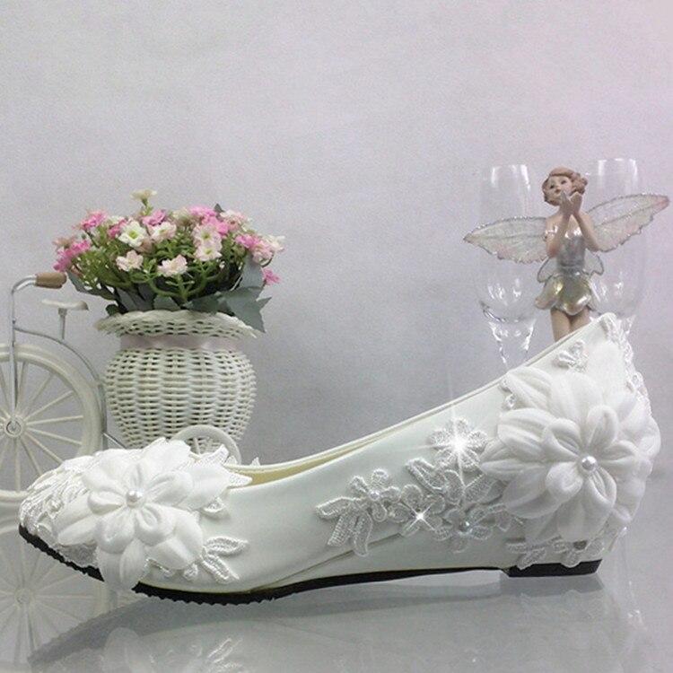 La boda de flores de encaje blanco perla de cuentas Slip-on punta redonda Chunkey cuña tacones mujeres bombas banquete recepción