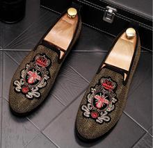 Handmade Strass Ouro bordados abelhas Mocassins de Camurça Dos Homens Homens da Festa de Casamento Sapatos De Luxo Nobre Elegante Vestido Sapatos para Homens