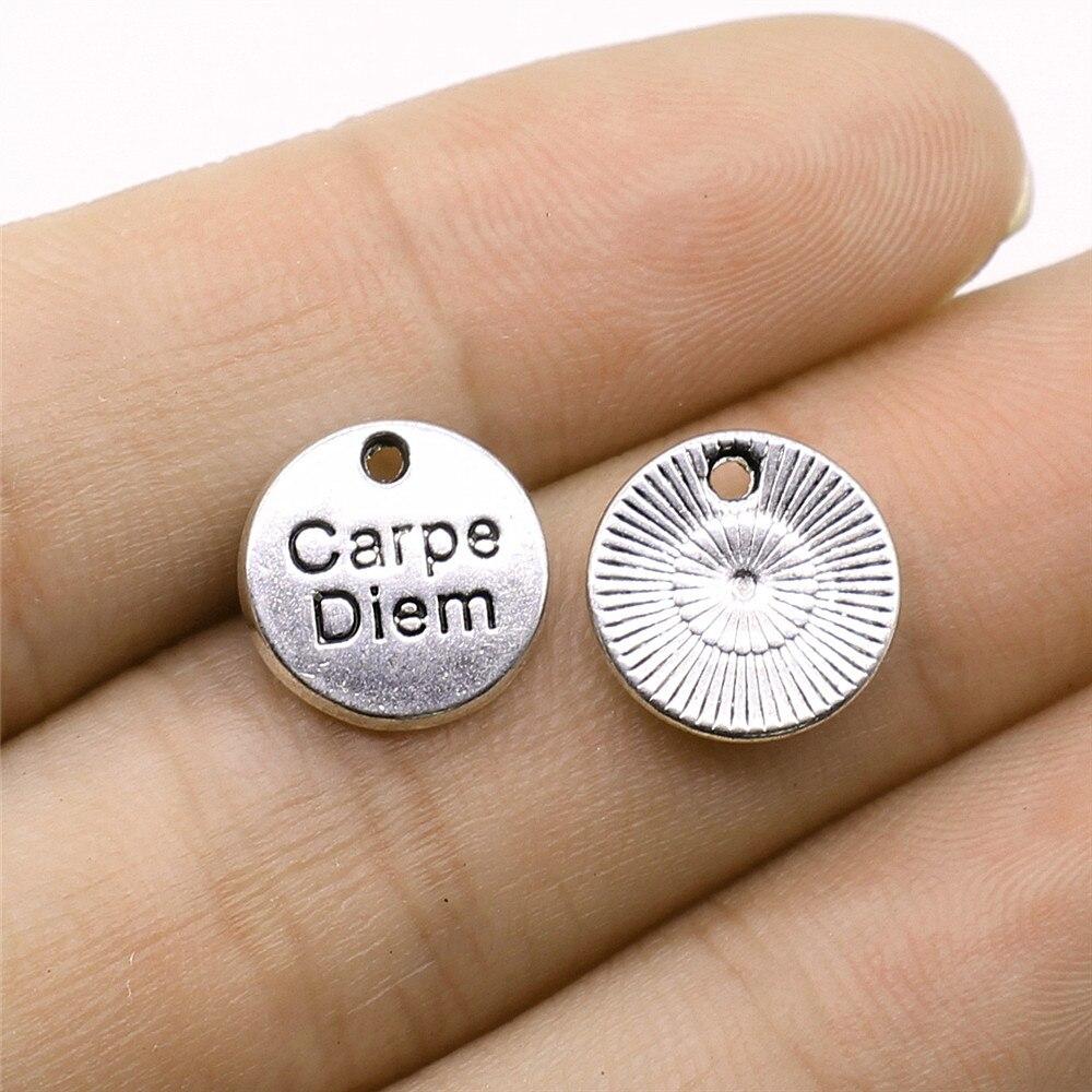 WYSIWYG 12pcs Antike Silber Farbe Ton 12x12mm Runde Carpe Diem Tag Charms Anhänger Für Schmuck Machen DIY Schmuck Erkenntnisse