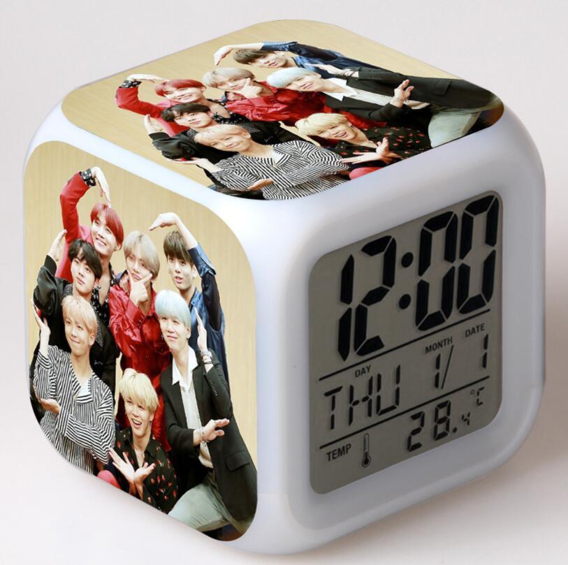 BTS Bangtan chicos figuras de acción LED 7 cambio de colores luz táctil despertador de mesa reloj niños niñas Juguetes
