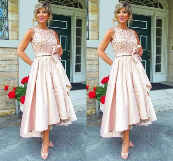 2018 vestidos de la madre de la novia con cuello de Joya de cristal cuentas bajo y alto Pastel rosa de talla grande vestido de invitados de boda Sash vestido de fiesta