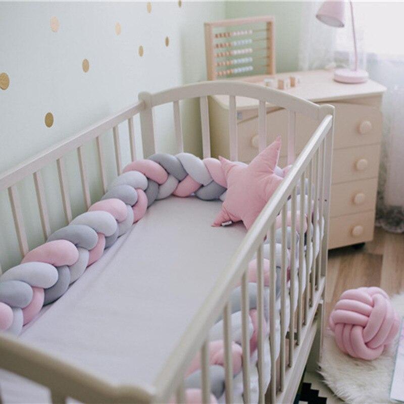 2M paragolpes de cama de bebé largo hecho a mano tejido trenzado de felpa bebé cuna lados Protector recién nacido nudo almohada decoración de la habitación