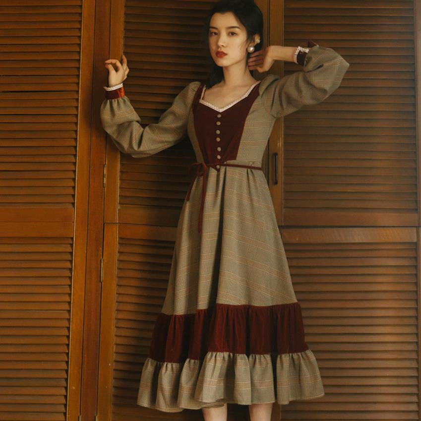 New arrival Fashion brand retro velvet stitching v-neck dress female college style high waist ruffles stitching dress wq955