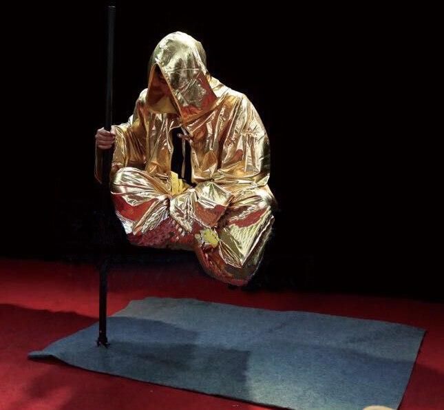 Levitação artística de rua/truques mágicos/ilusão/desempenho ao ar livre