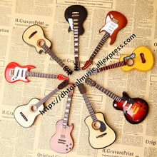 Dh 1/6 스케일 나무 기타 모델 스탠드 및 박스 인형 집 미니어처 저음 장식 악기 액션 인형 인형