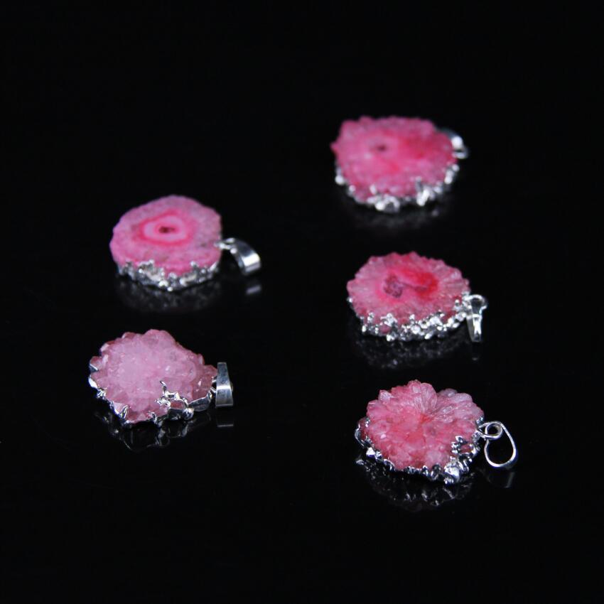 5 uds., colgante de losa plana de geoda de cuarzo con recubrimiento de titanio rosa, ágatas geoda naturales con bordes plateados, collar de pepita con forma libre de ágatas geoda