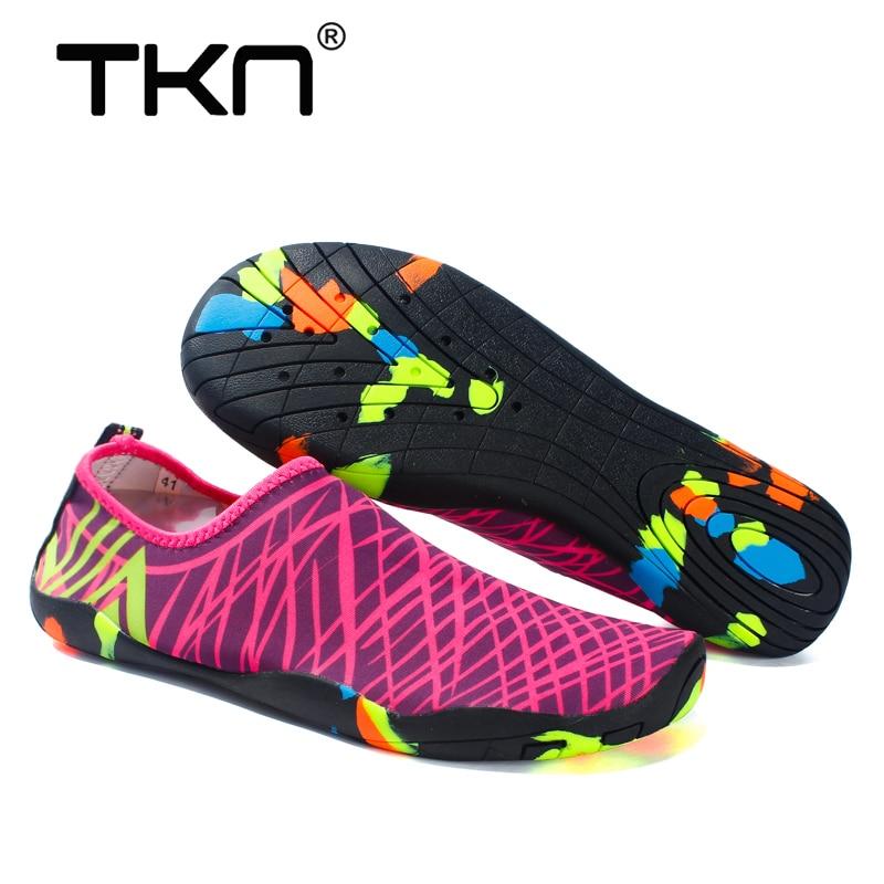 Zapatos TKN Upstream para zapatos de agua para nadar para mujeres 2019 verano Slip-On zapatos de tejido elástico Sea Beach zapatillas para agua 1688