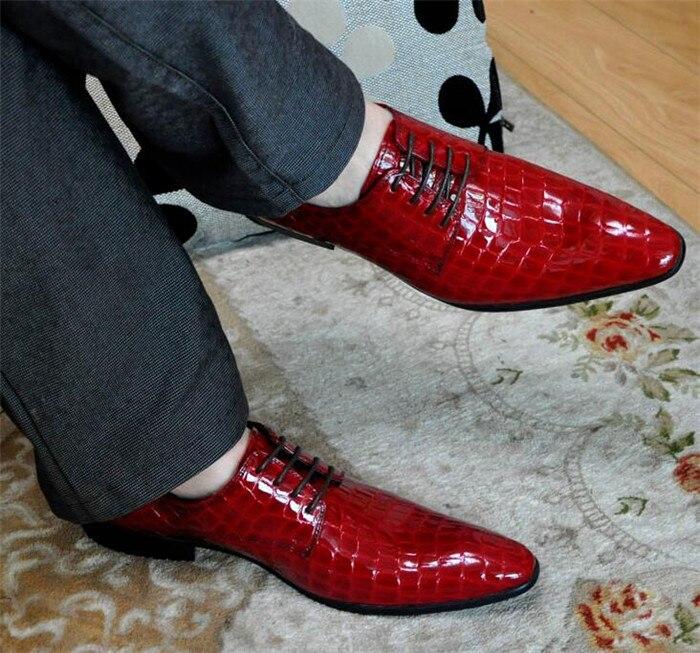 Sapatos de couro de couro de patente britânica sapatos masculinos de couro vestido de negócios sapatos masculinos em relevo sapatos de casamento