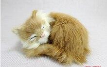 لعبة القط محاكاة صغيرة البولي ايثيلين والفراء النوم الأصفر دمية القط هدية حوالي 11x11x6 سنتيمتر 2048