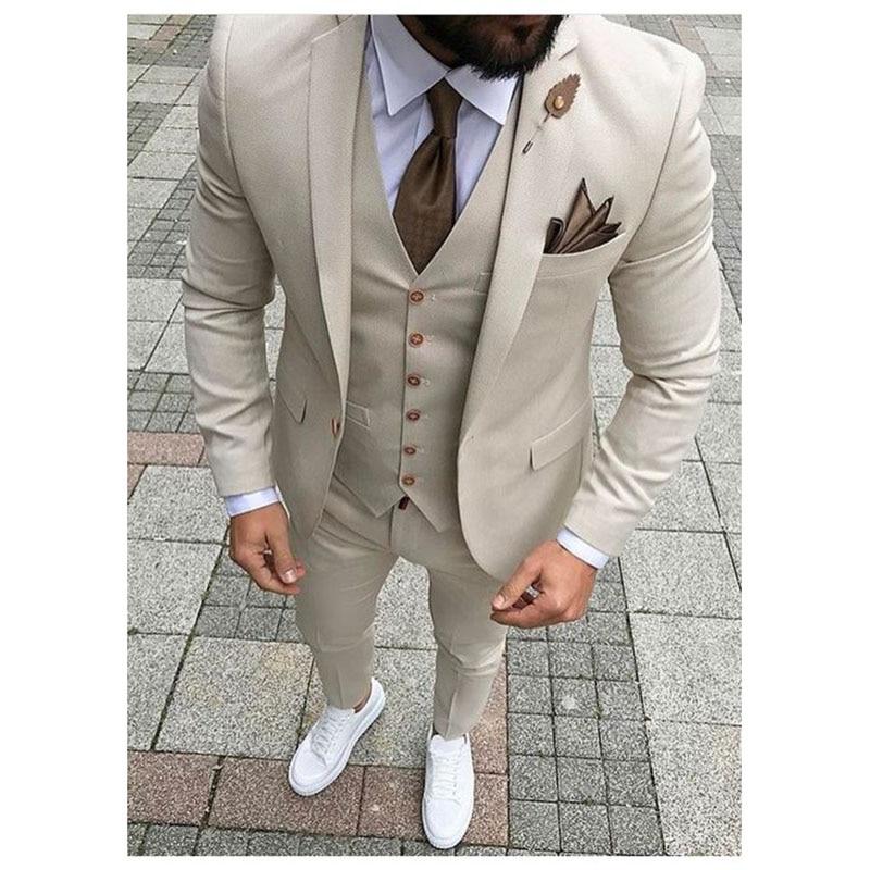 2018 última capa pantalones diseños Beige hombres traje de baile de graduación esmoquin Slim Fit 3 piezas estilo de trajes de novio hombre boda chaqueta personalizada Terno