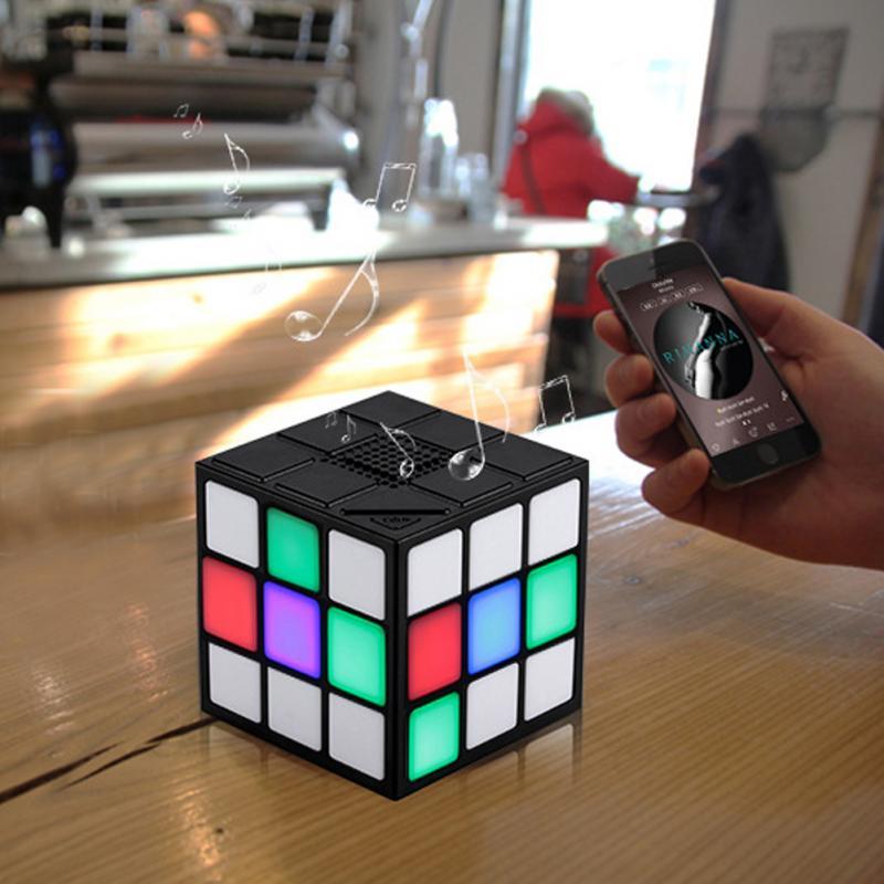 New Elegante Mini Magic Cube-Shaped Colorido Sem Fio Bluetooth Speaker Portátil LED Flash Light com Tf Handsfree