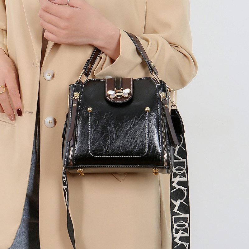 2020 New Fashion Women Square Lock Sac Leisure PU Leather Wide Shoulder Bag Luxury Small Bee Woman Messenger Crossbody Rivet Bag