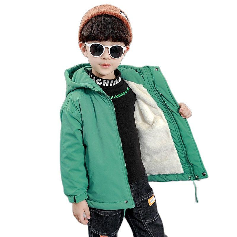 معطف شتوي من البوليستر للأولاد النسخة الكورية لون سادة بالإضافة إلى سترة مخملية سميكة سترة عصرية بطباعة كارتونية بقلنسوة للأطفال