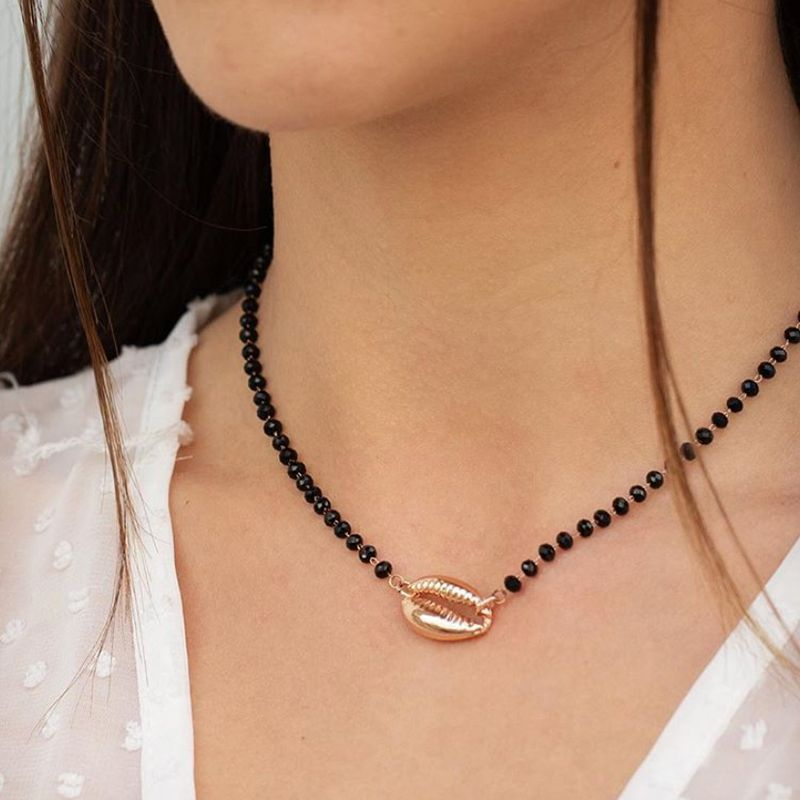 Collar bohemio de concha de Cowrie, Rosario negro con cuentas, cadena de oro, Gargantilla de capas, collares para mujeres, joyería Vintage delicada