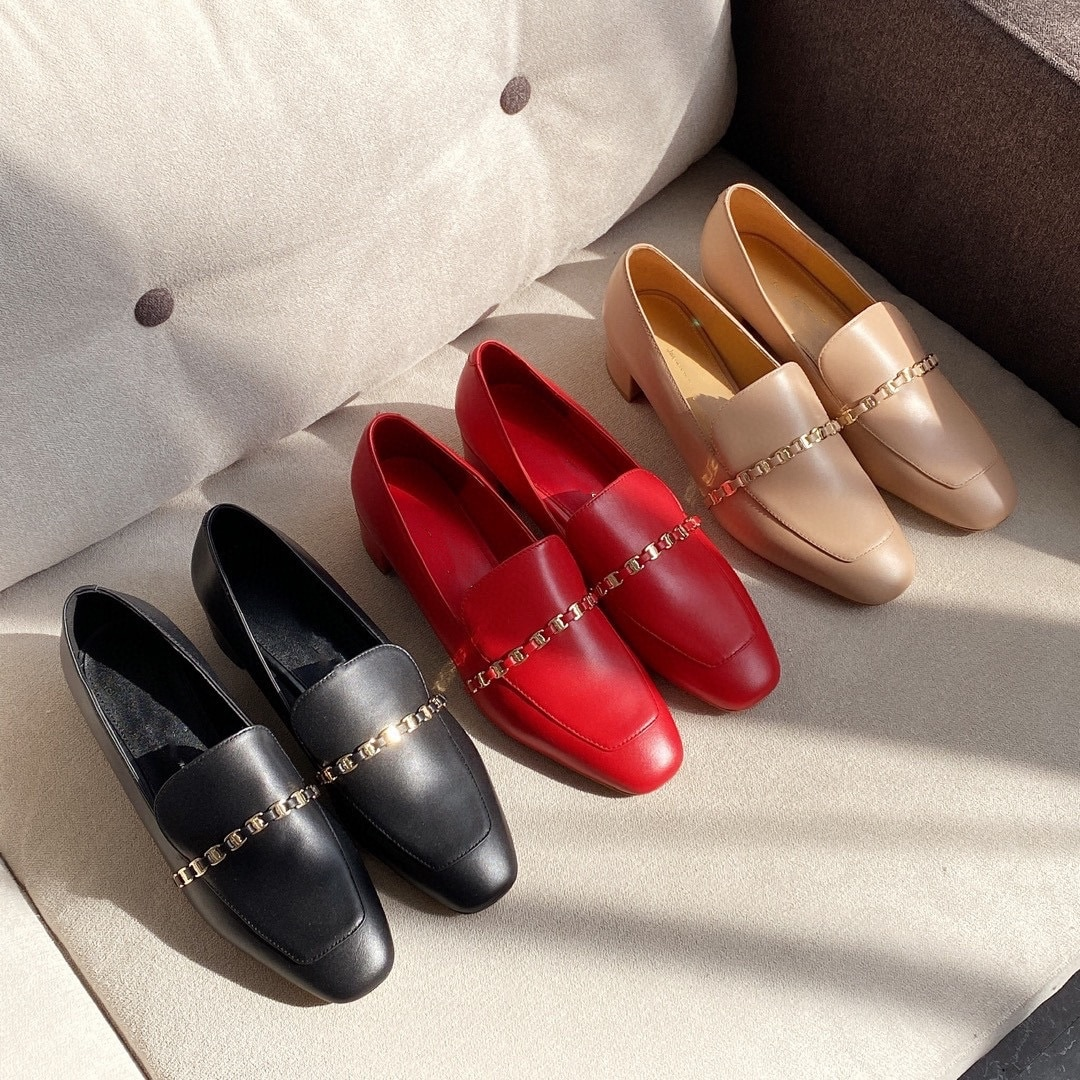 أحذية نسائية موضة جديدة جلد تسولي المتسكعون البرية سلسلة عادية سميكة منخفضة الكعب أحذية نسائية موضة مغلقة حذا فردي للسيدات