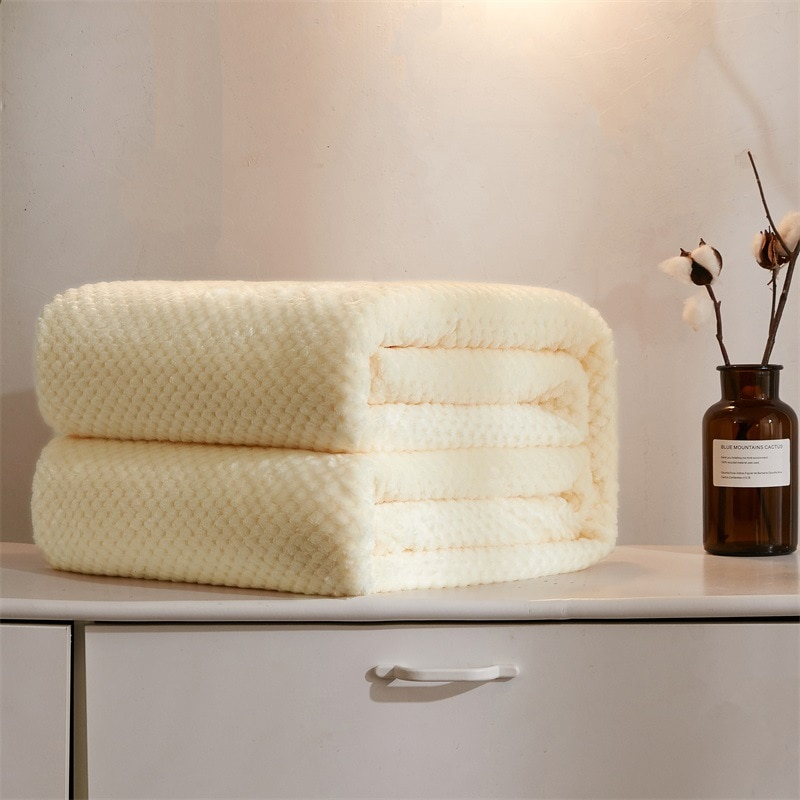 Manta de franela de lujo Bedsure, manta blanca lechosa de viaje para la siesta, manta de decoración de sofá cama