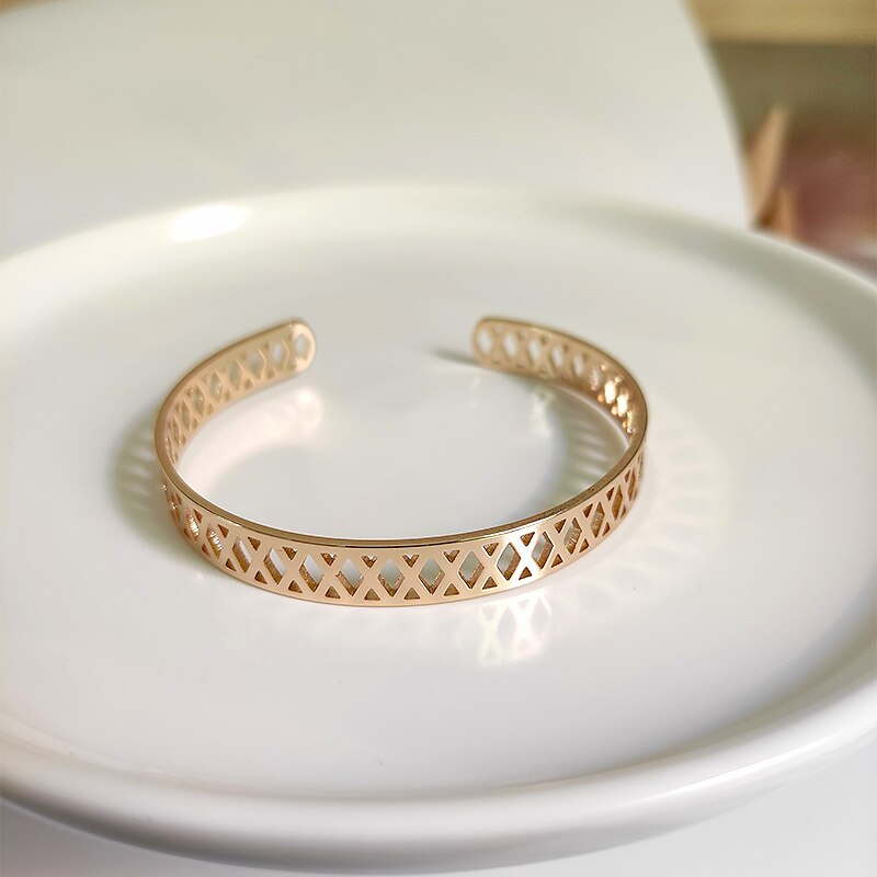 Perisbox, brazaletes geométricos de malla hueca, brazaletes cruzados de oro triangular para mujeres, brazalete ancho Vintage abierto, joyería ajustable 2020
