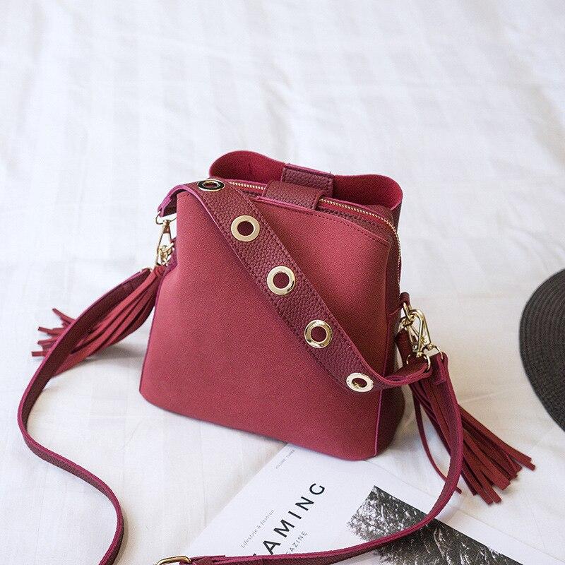 Сумка-ведро, женские кожаные сумки, модные, матовые, однотонные, черные, коричневые, красные, зеленые, с кисточками, перфорированный ремешок, ...