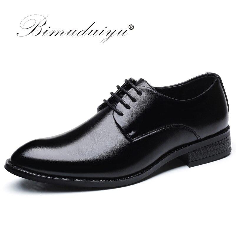 BIMUDUIYU ماركة الكلاسيكية رجل وأشار حذاء بتصميم مقدم القدم رجالي براءات الاختراع والجلود أحذية الزفاف الأسود أكسفورد أحذية رسمية كبيرة الحجم