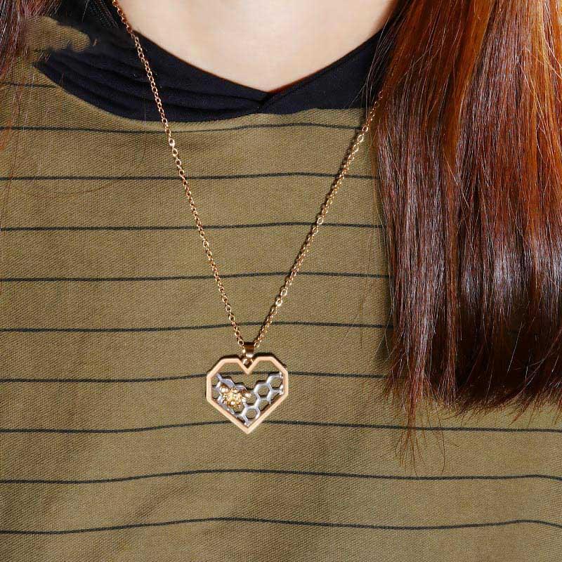 LOVR Mode Anhänger Halsketten Für Frauen Mädchen Lange Gold Splitter Herz Honeycomb Bee Tier Halskette Erklärung Schmuck Geschenke