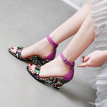 Летние Карамельный цвет женские сандалии с открытым носком в Корейском стиле; Женские повседневные сандалии большого размера