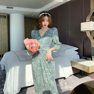 2021 Summer  New French Small Crushed Flower Chiffon Dress Women's Mid-Length Holiday Style  Waist