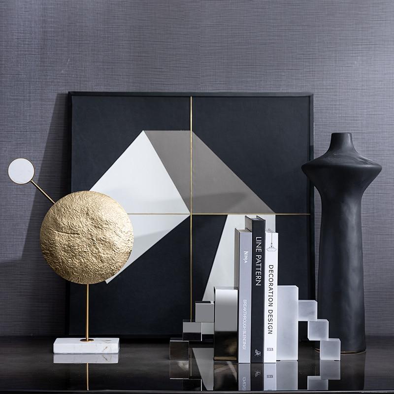Moderna de Luxo Casa Modelo Sala Vendas Decoração Suave Metal Geométrico Artesanato Ornamentos Mármore Branco Escultura Redonda Luz