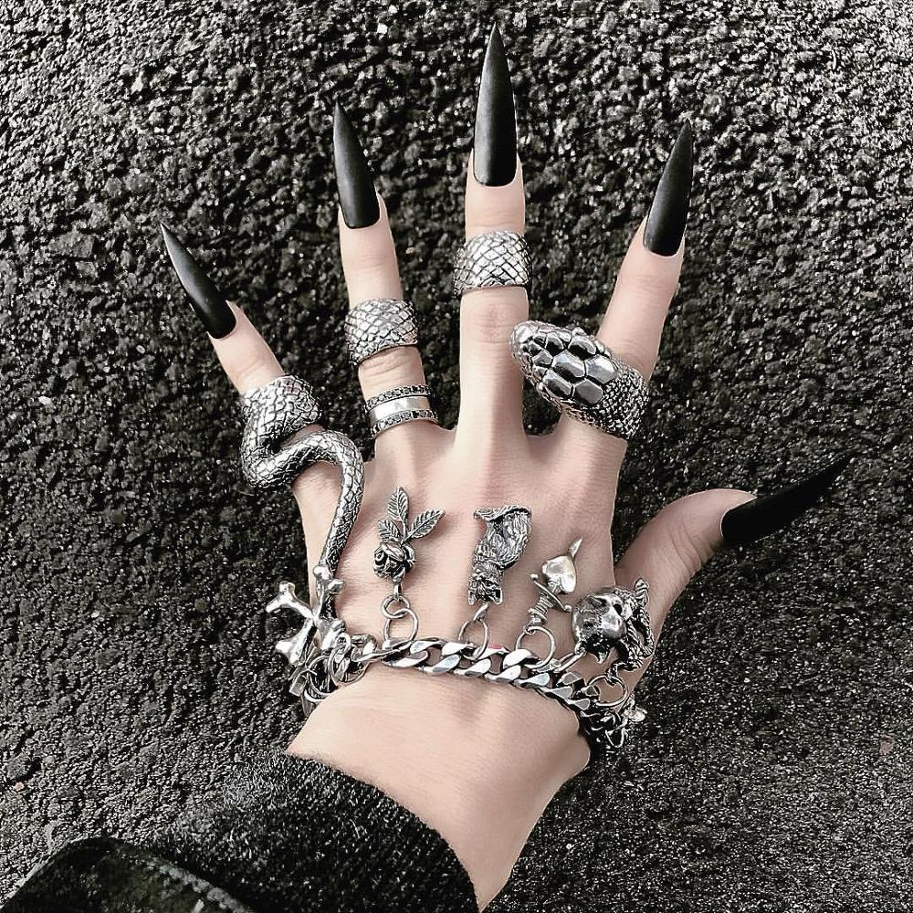 aliexpress - KMVEXO 4Pcs/Set Gothic Steampunk Snake Midi Ring Set Vintage Punk Metal Knuckle Joint Rings For Women Boho Party Jewelry Anillos