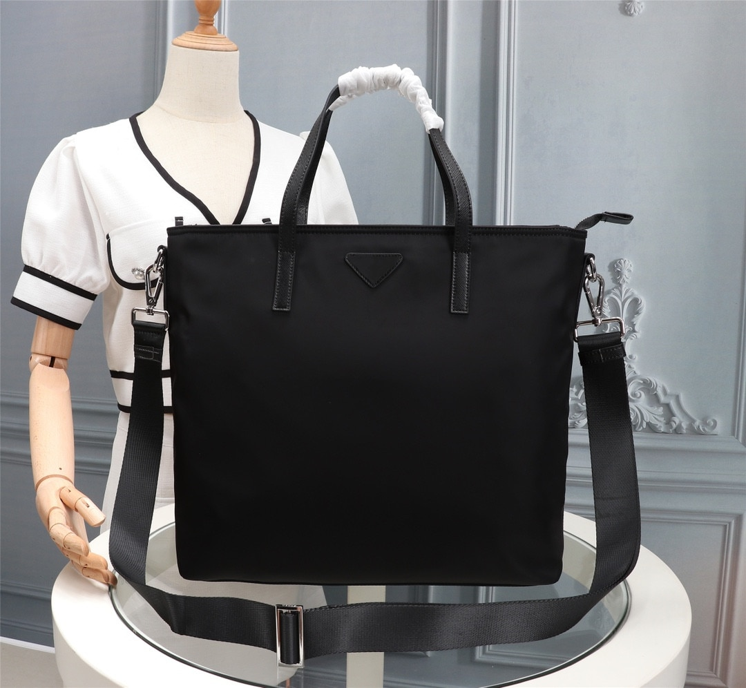 2021 new black nylon canvas high-end luxury sports and leisure office computer bag