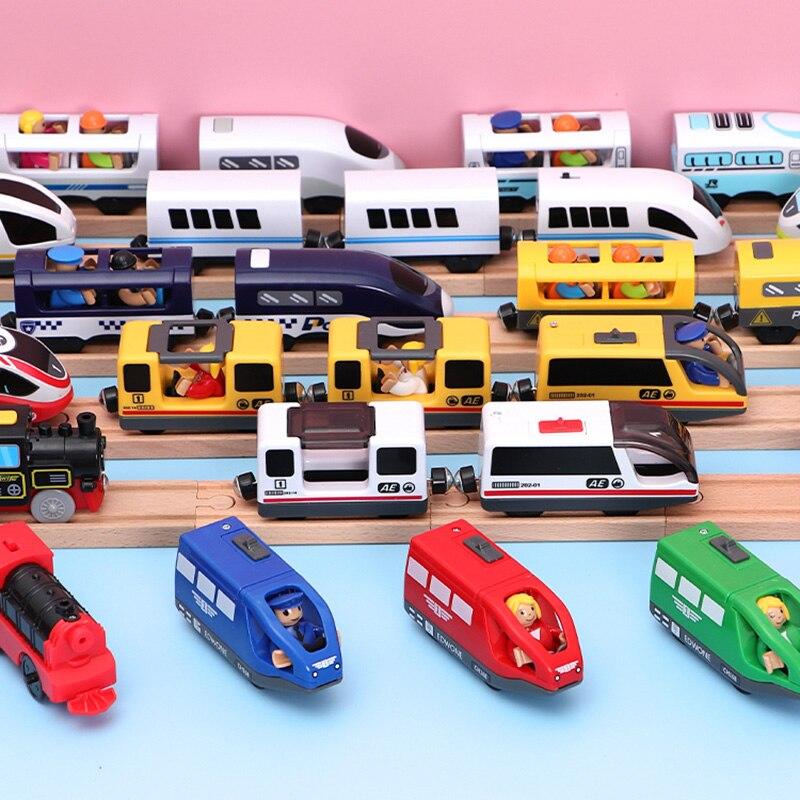 Tren Eléctrico para niños, juguetes con ranura magnética, Tren Eléctrico fundido a presión con dos carruajes, tren de madera, apto para t-hmas juguete, pistas de madera Brio