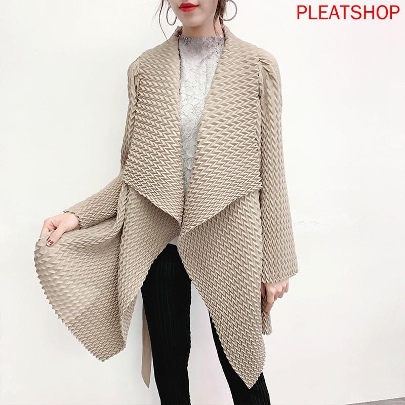 Miyake مطوي معطف الصناعية 2020 الربيع و الصيف ملابس جديدة اليدوية مطوي خندق معطف أضعاف أسفل طوق أنيقة المرأة