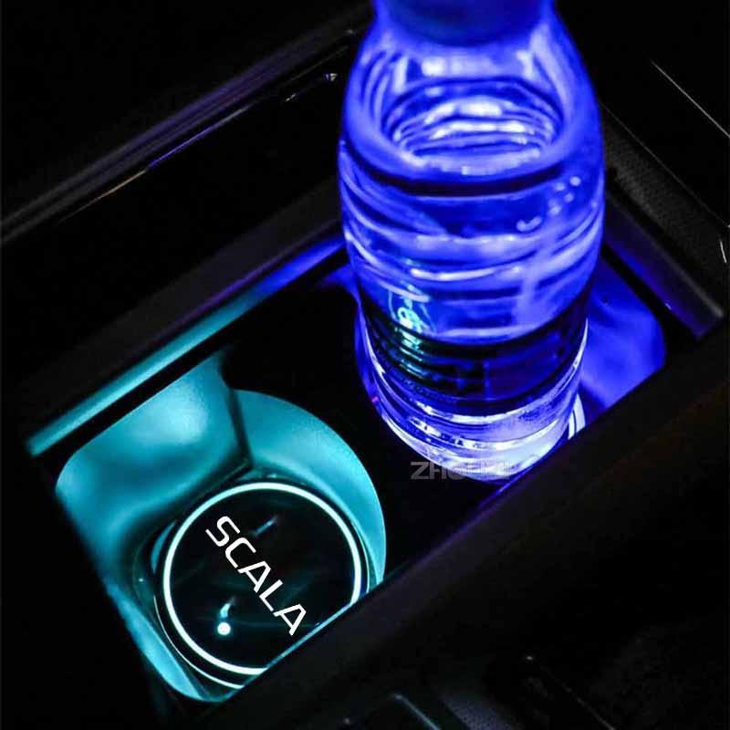 Светящийся автомобильный подстаканник 7 цветов USB-зарядка Автомобильный логотип светодиодный атмосферсветильник для Skoda Scala Vrs автомобильн...