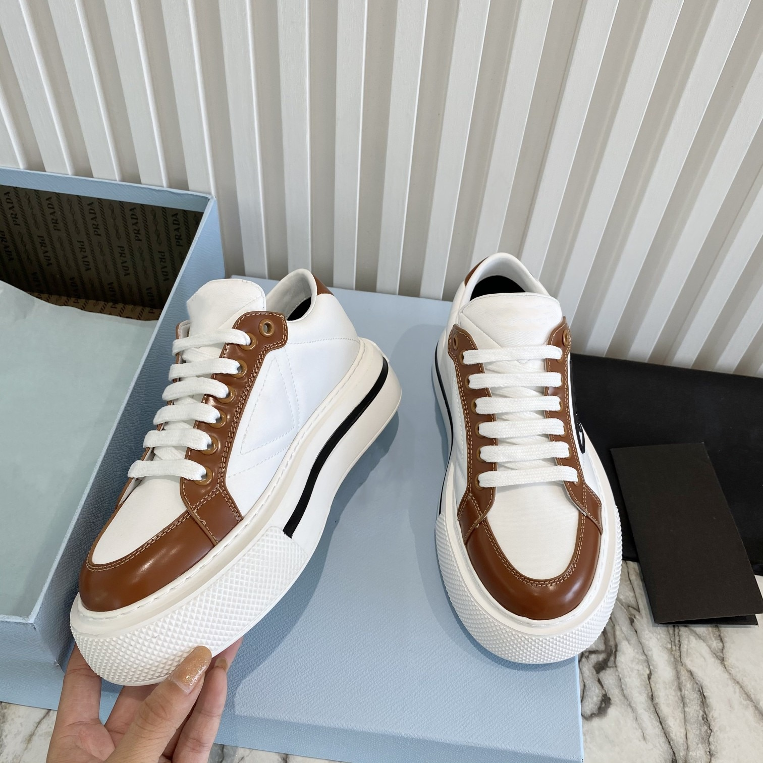 2021 أفضل أحذية نسائية رياضية جلدية احذية الجري جلدية في الهواء الطلق مريحة الترفيه زوجين اللياقة البدنية أحذية عالية الجودة العلامة التجارية