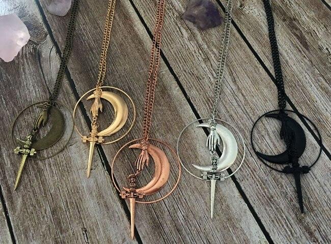 Ожерелье ручной работы Hecate, ожерелье полумесяц, ожерелье с кинжалом, готический меч ведьмы, викторианские украшения, колдовство и магия