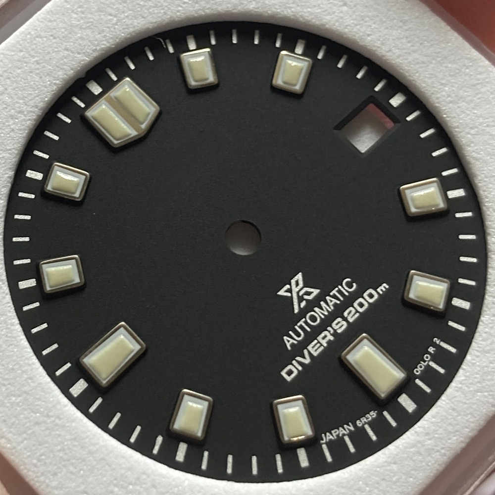 Watch Parts 28.5mm Black Dial Luminous Marks Turtle Dive Watch Dial Date Window Fit Japan NH35 Automatic Movement enlarge