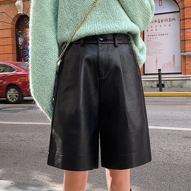 S-4XL موضة بولي Leather السراويل الجلدية المرأة الخريف الشتاء برمودا مرونة الخصر فضفاضة خمس نقاط السراويل الجلدية حجم كبير