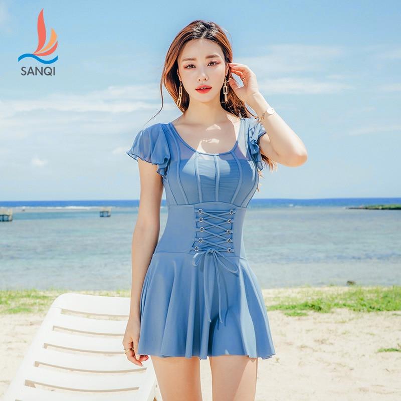 Sanqi maiô-um vestido conservador de uma peça projetada para esconder uma figura fina