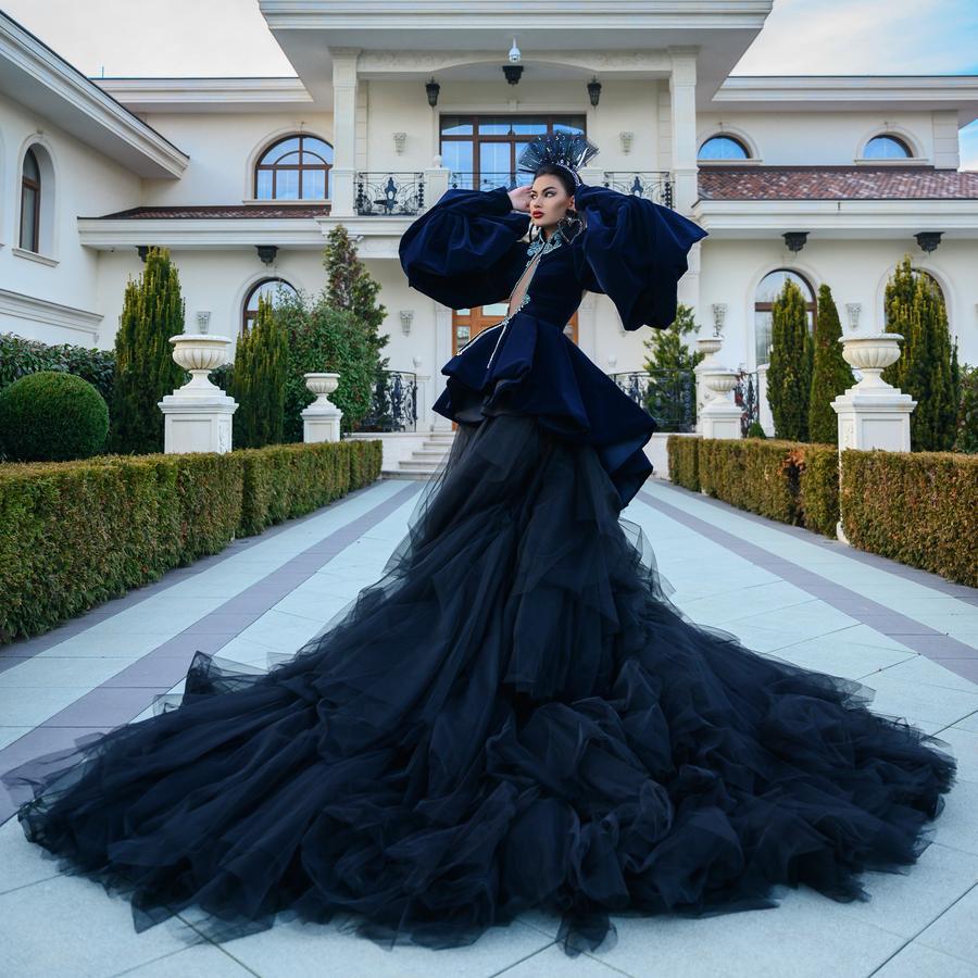 فستان زفاف أسود على الطراز القوطي ، فستان حفلات أنيق طويل مشقوق ، مطرز بالخرز ، أكمام فانوس طويلة