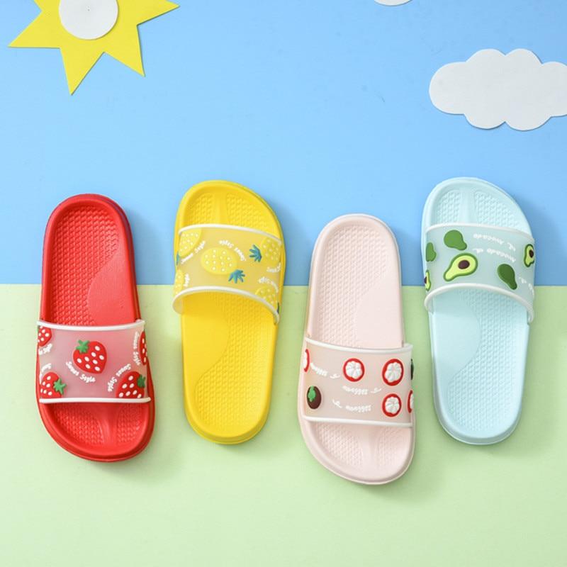 Chinelos de verão para meninos e meninas, sandálias deslizantes para piscina, praia, macias, banheiro para criança, chinelos interiores