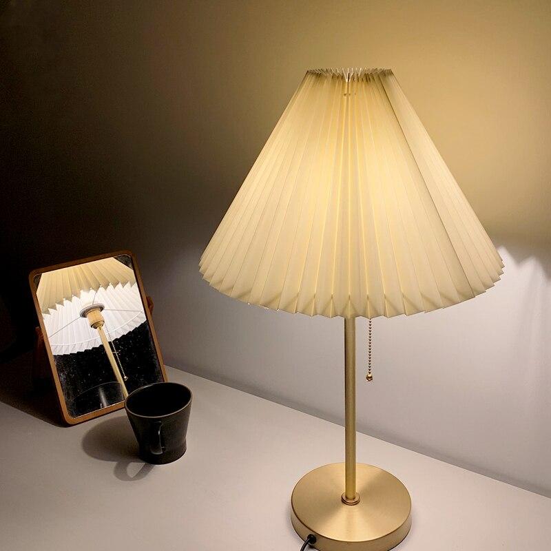 Lámpara de mesa clásica lámpara de mesa de lujo lámpara de mesa de latón lámpara de mesa blanca y de latón E27 producto de gama alta